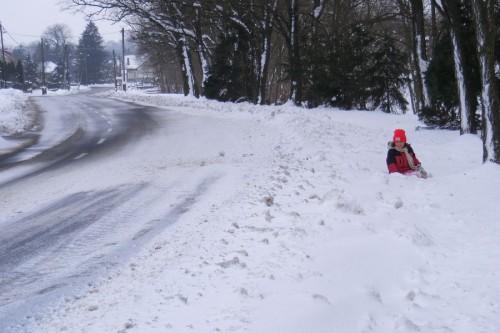 Főutca, hóhelyzetben