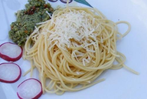 Pesto reteklevélből