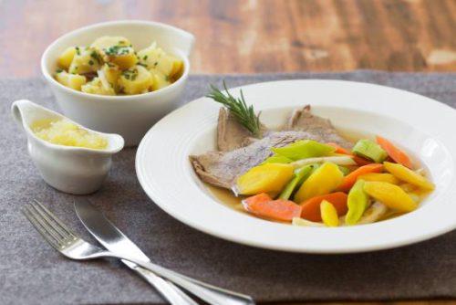 Tafelspitz, amit régebben Tafelstücknek is neveztek, ami az asztalra kerülő húsdarabot jelentette.